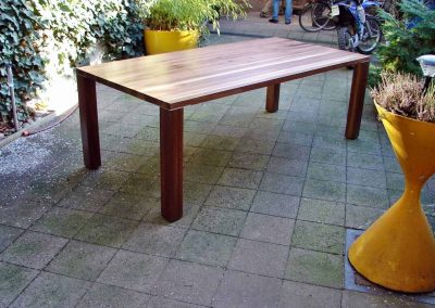 Esstisch-aus-Nußbaum-Massivholz-2