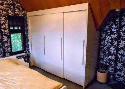 Schlafzimmer-deckend-weiß-endlackiert-2-1