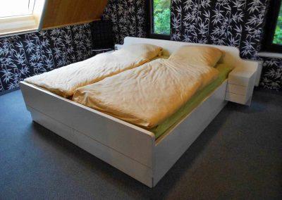 Schlafzimmer-deckend-weiß-endlackiert-3