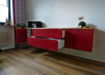 Sideboard-Fronten-rot-hochglanz-Korpus-Eiche-natur